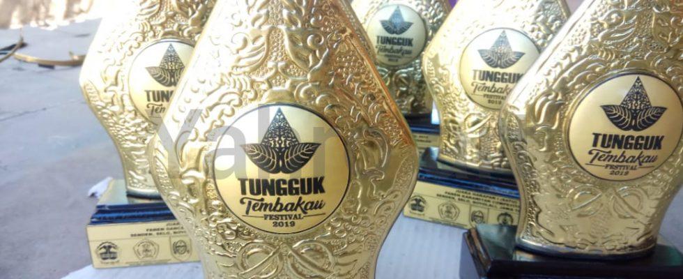 Piala Souvenir Tumbuk Tembakau Kuningan